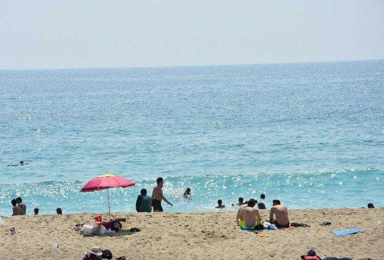 Koronavirüs: Yaz aylarında tatile gitmek riskli mi?