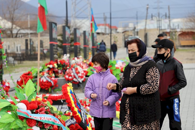 Azerbaycan halkı Nevruz'da şehitliklere koştu