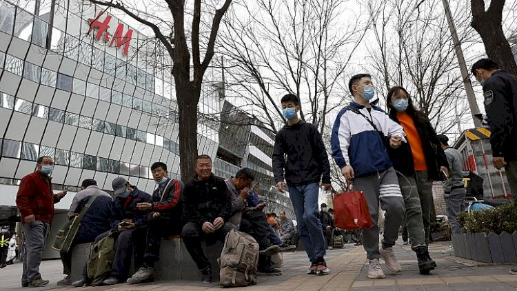 Uygurlara destek veren H&M, Pekin'in 'sorunlu Çin haritasını değiştir' talebini kabul etti