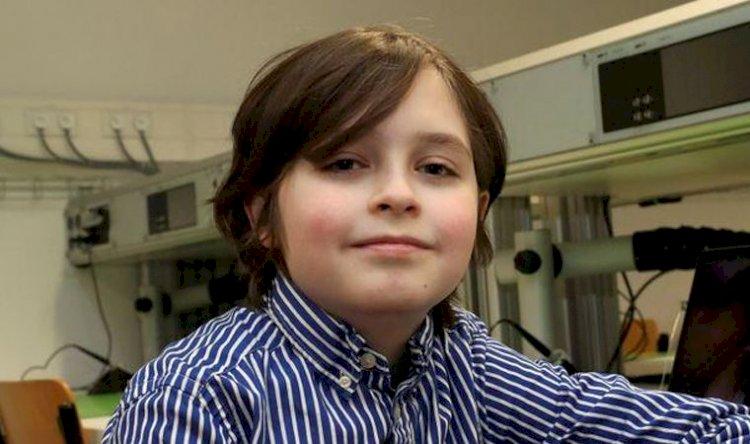 11 yaşındaki Simons, üniversitenin fizik bölümünü bitirdi: