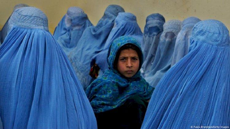 Taliban ile kadınları baş başa bıraktılar
