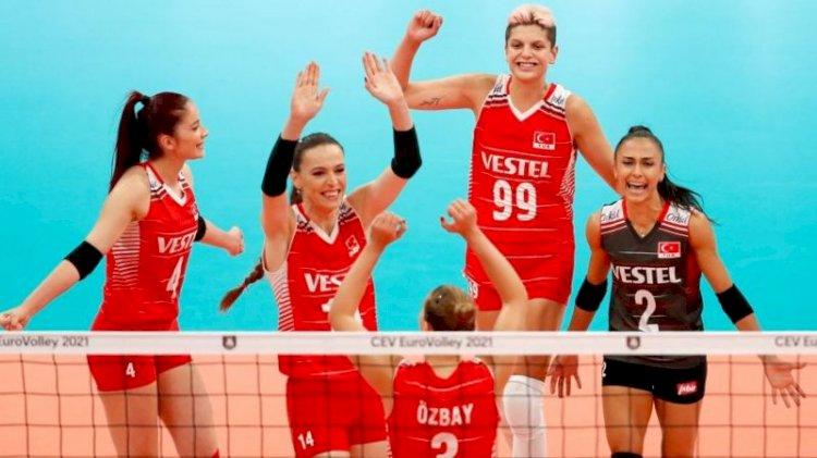 Türkiye A Milli Kadın Voleybol Takımı Hollanda'yı 3-0 yenerek Avrupa üçüncüsü oldu