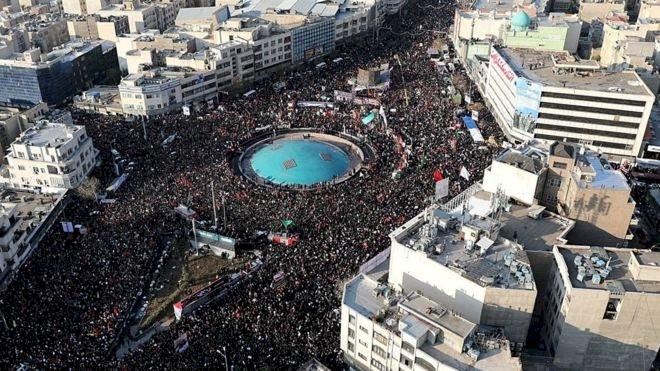 Kasım Süleymani suikastı: Tahran'da törene yüz binlerce kişi katılıyor