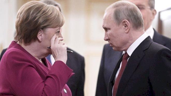 Merkel: Libya'daki krizin çözümü için Berlin'de barış konferansı düzenlenecek
